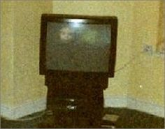 childs face on a tv that is shut off. Cant see photographer tho Paranormal Pictures, Paranormal Stories, Unexplained Pictures, Spooky Places, Haunted Places, Ghost Caught On Camera, Best Ghost Stories, Spirit Ghost, Ghost Hauntings