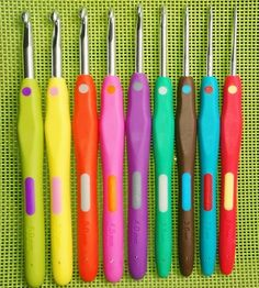 $15.95 9pcs Set 2-6mm ,Ergonomic Crochet Hook Set,Soft Rubber TPR Handle Knitting Needles