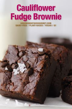Cauliflower Fudge Brownie Recipe. A fudge brownie recipe with cauliflower, an unexpected yet powerfully nutritious ingredient. A one bowl brownie recipe full of antioxidants, vitamins, fiber and even detox essentials thanks to the hidden veggies. #veggiebrownie #fudgebrownierecipe #cauliflowerbrownie