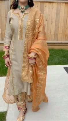 Designer Anarkali Dresses, Designer Party Wear Dresses, Fancy Dress Design, Bridal Dress Design, Beautiful Pakistani Dresses, Kurta Neck Design, Sleeves Designs For Dresses, Fancy Tops, Embroidery Suits Design