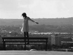 Termina parte de mi camino. Adios 2013. En breve empieza otro.  Momentos claves en mi vida que jamas voy a olvidar.      Las miradas que cruzé con personas que jamás conocí pero personas que todavía recuerdo.     Los halagos que jamás pensé recibir por parte de esa persona que pudo cambiar mi visión al ver las cosas.