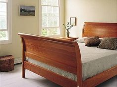 Our Sleigh Bed features the reinforcement of a full bolt system through the bed into the side rail in order to reinforce and ensure its original solidity for the many years of its life.