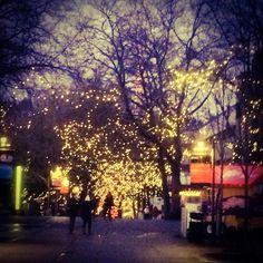 My new blog is online: What I love about the American Christmas season - www.breakfastatstarbucks.com