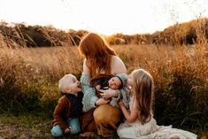 Newborn Family Pictures, Fall Family Pictures, Family Picture Poses, Family Posing, Family Portraits, Family Pics, Outdoor Newborn Photos, Outdoor Newborn Photography, Maternity Photography Poses