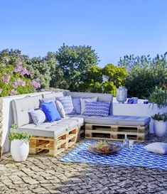 55 decor ideas for setting up a hot terrace Elle Décoration Outdoor Rooms, Outdoor Living, Outdoor Decor, Pallet Garden Furniture, Outdoor Furniture Sets, Recycled Furniture, Building A Deck Frame, Elle Decor, Pergola