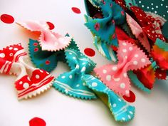 make cards y otras cosas with painted bow-tie pasta