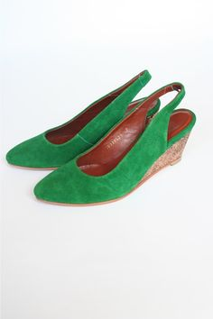 I want green suede wedges, maybe even more than the blue suede ballet flats. By Rachel Comey NY. Green Fashion, Daily Fashion, Emerald Green Shoes, Green Wedges, Im So Fancy, Cool Style, My Style, Green Suede, Green Fabric