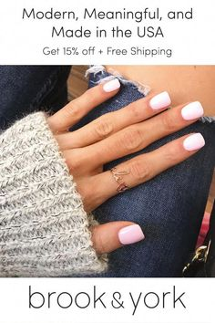 Kylie Jenner's Nail Styles, Nail Polish and Nail Gallery – – - Ballerina Nägel Nail Polish, Gel Nails, Coffin Nails, Short Nail Designs, Nail Art Designs, Nails Design, Pretty Nails, Cute Nails, Dipped Nails