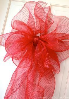Deco Mesh Bow Tutorial with 21 - Gift Bags Bows & Wrapping Deco Mesh Bows, Deco Mesh Crafts, Wreath Crafts, Diy Wreath, Holiday Crafts, Wreath Ideas, Fall Deco Mesh, How To Make Wreaths, How To Make Bows