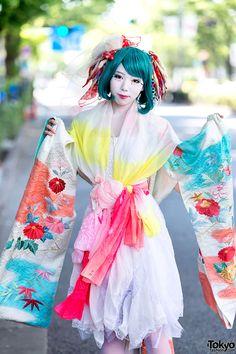RT @Tokyo Fashion: Harajuku Shironuri w/ Colorful Kimono Sleeve Dress & Geta http://flip.it/ZabPa