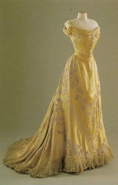 1903 Oak Leaf dress made for Mary Victoria Leiter Curzon, Baroness Curzon of Kedleston and Vicereine of India (1870-1906), by The House of Worth. The silk satin dress ...