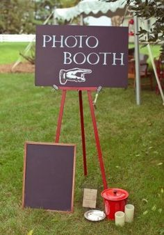 High School Graduation Party Ideas.. nice background area, with an empty frame.. perfect and fun idea