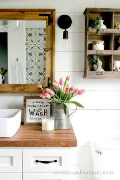 Gorgeous 25 Rustic Farmhouse Bathroom Design & Ideas https://roomaniac.com/25-rustic-farmhouse-bathroom-design-ideas/