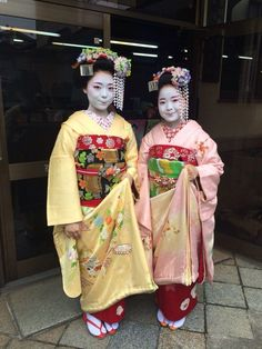 Two new minarai in Miyagawacho! They live in the Shigemori okiya and they will debut as maiko in a week!
