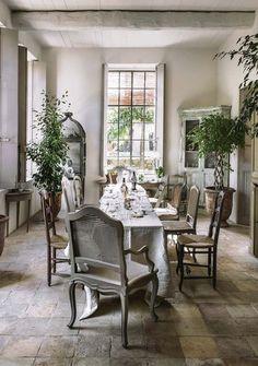 Country French Antique Style ~ Autour de la table dînatoire - La maison du bonheur - CôtéMaison.fr