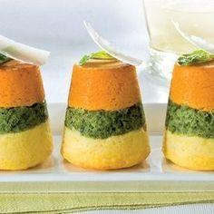 Tricolor vegetable sformatini - di verdure tricolore a base di patate, spinaci e zucca.