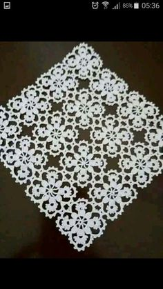 Rust stone, decorated with four laps petals, in thin white cotton thread. To collect. Home decor. Filet Crochet, Crochet Borders, Crochet Squares, Thread Crochet, Irish Crochet, Crochet Motif, Crochet Designs, Crochet Patterns, Lace Doilies