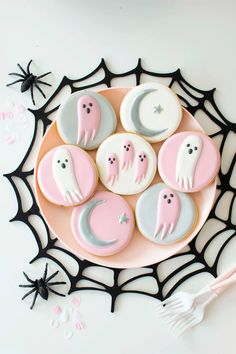 Ghost Cookies in Spider Web Placemat from Spooky Pink Halloween Party Featuring Daydream Society In Collaboration with Twinkle Twinkle Little Party | Black Twine #halloween #halloweenparty #pastelhalloween #pinkhalloweenparty #partyideas