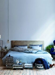 Blue bedroom: guide to decorate this room with color - Decoration, Architecture, Construction, Furniture and decoration, Home Deco Blue Rooms, Blue Bedroom, Trendy Bedroom, Dream Bedroom, Master Bedroom, Blue Walls, Modern Bedroom, Blue Room Decor, Bedroom Simple