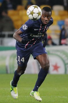 Blaise Matuidi The French holding midfielder has impressed for French champions PSG since signing in his holding midfield role, dictating play and breaking up numerous attacks, leading to rumours of him being reunited with Carlo Ancelotti in January. Psg, Football Soccer, Football Players, Football Transfers, Carlo Ancelotti, Professional Football, Paris Saint, European Football, Ac Milan