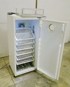 Diy Incubator, Chicken Incubator, Chicken Pen, Chicken Cages, Duck Farming, Poultry Farming, Raising Chickens, Diy Planters, Agriculture