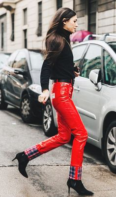 Fashion Girls Are Swapping Their Classic Skinny Jeans for This Trend | WhoWhatWear