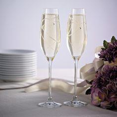 Royal Doulton Hearts Toasting Flutes | #exclusivelyweddings | #toastingflutes