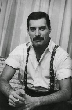 Freddie Mercury on Freddy Mercury Hard Rock, Queen Freddie Mercury, Freddie Mercury Mustache, Freddie Mercury Boyfriend, Brian May, John Deacon, Freedie Mercury, King Of Queens, We Will Rock You
