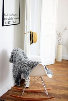 Three of my favourite things: Eames rocking chair, grey sheep skin rug, Andy Warhol Moderna Museet poster. Eames Rocking Chair, Rocking Chair Nursery, Eames Chairs, Retro Interior Design, Interior Styling, Accent Chairs Under 100, Love Chair, Take A Seat, New Living Room