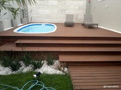 Projekto Decoração e Marcenaria: Deck Elevado Hot Tub Backyard, Small Backyard Pools, Small Pools, Above Ground Pool Decks, In Ground Pools, Outdoor Spaces, Outdoor Living, Outdoor Decor, Small Pool Design