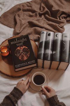 Twilight Saga Series, Twilight Book, Twilight Photos, Book Wallpaper, Funny Phone Wallpaper, Book And Coffee, Book Flatlay, Sun Aesthetic, Midnight Sun
