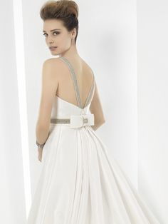 The FashionBrides is the largest online directory dedicated to bridal designers and wedding gowns. Find the gown you always dreamed for a fairy tale wedding. Bridal Collection, Dress Collection, Boho Chic, Wedding Gowns, Backless, Bride, Ideas, Fashion, Sleeved Wedding Dresses
