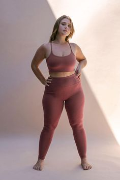 Female Pose Reference, Pose Reference Photo, Body Reference, Looks Academia, Figure Poses, Poses References, Looks Plus Size, Plus Size Activewear, Female Poses