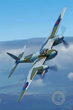 英 戦闘機 de Havilland Mosquito Ww2 Aircraft, Fighter Aircraft, Aircraft Photos, Military Aircraft, Fighter Jets, Image Avion, De Havilland Mosquito, Ww2 Planes, Lancaster
