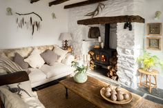 Unique interior design services in Cornwall. Our interior designers focus on the features of your holiday property to transform a property into a unique home. Cottage Living Rooms, Cottage Homes, Cottage Style, Cozy Living, Cornish Cottage, Style Deco, Home And Deco, Home Interior, Design Interior
