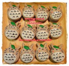 Totoro macaron