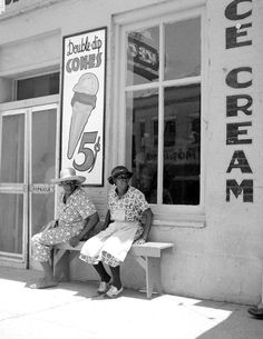 1940 Ice Cream Parlor, Port Gibson, Mississippi Vintage Photograph x Vintage Ice Cream, Vintage Black, Vintage Photographs, Vintage Photos, Cat Paw Print, Print Print, Hat Stores, Ice Cream Parlor, Old Photography