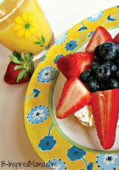 This strawberry flower bagel is the perfect breakfast for kids to make for mom.