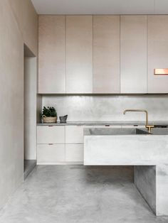 These minimalist kitchen concepts are equal components peaceful as well as stylish. Locate the most effective ideas for your minimalist design kitchen that matches your preference. Surf for outstanding photos of minimalist design kitchen for motivation. Interior Design Minimalist, Interior Desing, Minimalist Decor, Interior Design Kitchen, Interior Inspiration, Interior Architecture, Architecture Company, Minimalist Architecture, Minimal Home Design