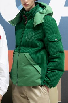 Moncler at Milan Fashion Week Fall 2020 - Livingly Sport Fashion, Look Fashion, Fashion Outfits, Fashion Design, Milan Fashion, Looks Style, Moncler, Silhouettes, Fall Outfits
