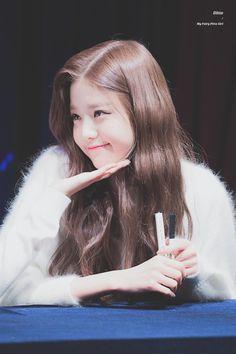(Credits to the real owner/s) Guys And Girls, Kpop Girls, Cute Girls, Korean Girl, Asian Girl, Woo Young, Japanese Girl Group, Ulzzang Girl, My Girl