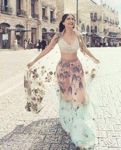 Summer Bride Inspiration From Sonam Kapoor! Bollywood Celebrities, Bollywood Fashion, Bollywood Actress, Bollywood Style, Bollywood Outfits, Bollywood Wedding, Indian Dresses, Indian Outfits, Indian Skirt