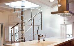 Resultado de imagen de cocinas con escalera