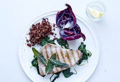 Sund aftensmad på max 30 minutter   Iform.dk Quinoa, Cabbage, Vegetables, Ethnic Recipes, Food, Spinach, Vegetable Recipes, Eten, Veggie Food