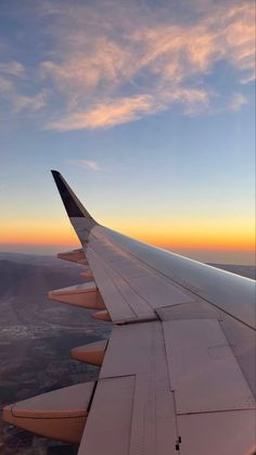 City Aesthetic, Travel Aesthetic, Aesthetic Backgrounds, Aesthetic Wallpapers, Images Esthétiques, Pretty Sky, Scenery Wallpaper, Instagram Story Ideas, Airplane View