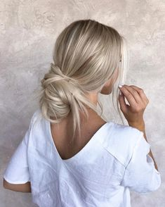 : 86 Summer Hair Color for Blondes That You Simply Cant Miss for 2019 hairc bala. 86 Summer Hair Color for Blondes That You Simply Cant Miss for 2019 hairc balayagehairblonde bala blondes color hair haircolorhairstyles hairc hairstyleformediumlengt Cute Hairstyles For Medium Hair, Messy Hairstyles, Pretty Hairstyles, Casual Hairstyles, Hairstyle Ideas, Blonde Hairstyles, Wedding Hairstyles, Blonde Hair Looks, Brown Blonde Hair