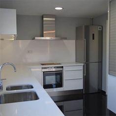 Ideas de #Cocina, estilo #Contemporaneo color  #Blanco,  #Gris, diseñado por G C obra interior SL  #CajonDeIdeas