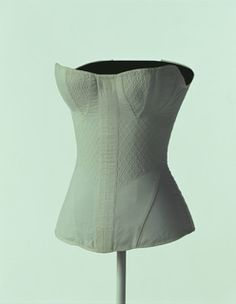 Corset, 1820s, America. White corset of quilted cotton satin with soft busk and bone. 80 cm (bust) / 49 cm (waist). KCI # AC5140 85-24.