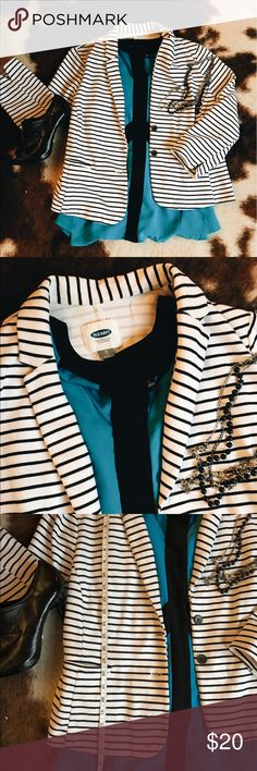 Black and white striped blazer Super on trend and fun white blazer with black stripes. Nice stretchy cotton (jersey type) material. So soft, easy to dress up or down. Old Navy, size XL. I've worn it with dress pants and with jeans, love it every way! Teal blouse, black booties, and necklace also available! Bundle and save!!! 💸🛍 Old Navy Jackets & Coats Blazers