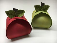 Apple Picking TIme! Stampin' Up! Thoughtful Branches, Curvy Keepsake Thinlits, 3D Projects, Treat Holder www.juststampin.com Envelope Punch Board, Box Packaging, Keepsake Boxes, 3d Projects, Stamping Up, Treat Holder, Treat Box, Fry Box, Catalogue Noel
